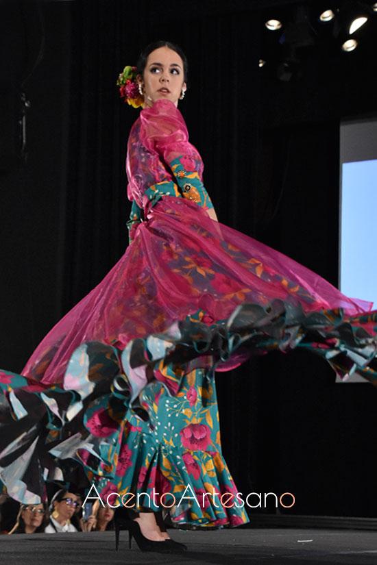 Traje de flamenca de vuelo setentero de Carla Villanueva