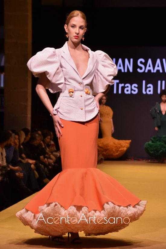 Traje de flamenca de dos piezas, con chaqueta y falda en naranja, de Juan  Saavedra ganador del Certamen Diseñadores Noveles Pasarela Flamenca Jerez 2020
