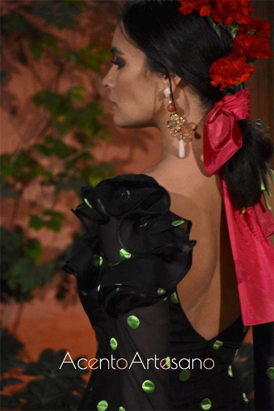 Detalle de volante al hombro en traje de flamenca de Lina 1960