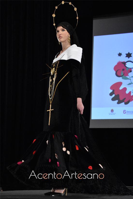 Estilismo de flamenca en negro de Pablo Sánchez