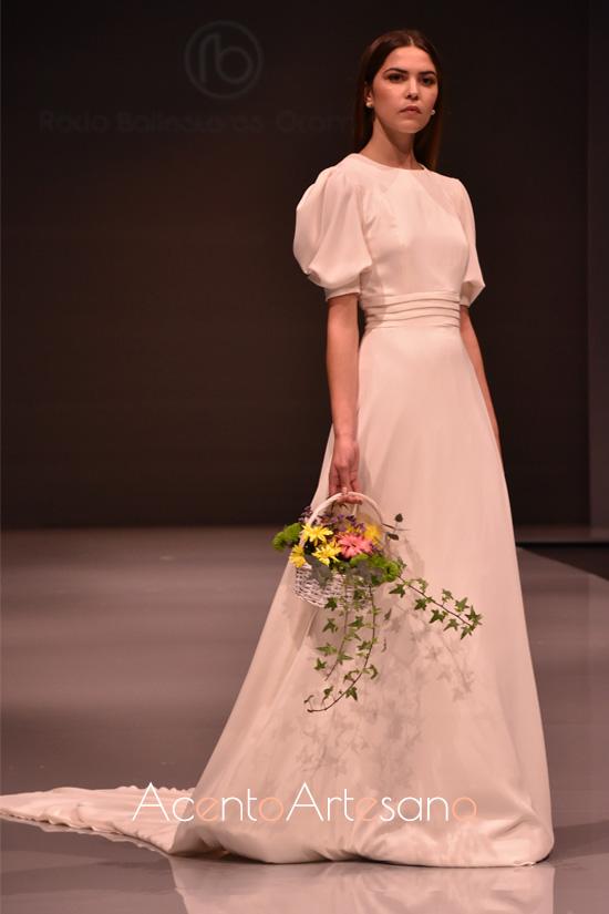 Vestido de novia con mangas globo y plisado en la cintura d Rocío Ballesteros en Code 41 Trending