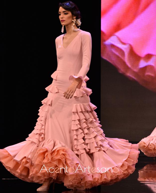 Traje de flamenca en rosa nude de Crstina Vázquez
