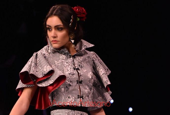 La segunda colección de trajes de flamenca de Santos Rodrigues, presentada en SIMOF, se llama Arpegio y muestra cómo en la diseñadora habitan la flamenca, la moda y el estilismo ecuestre para amazonas.