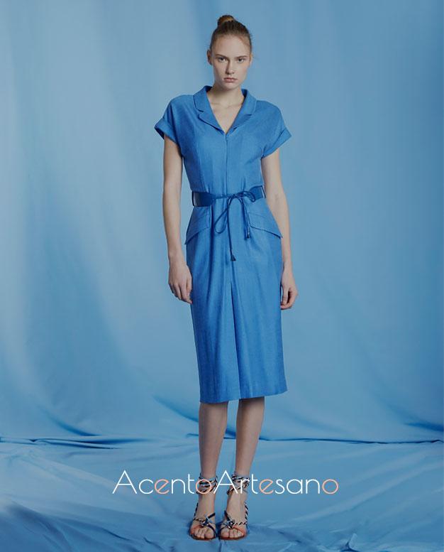 Vestido azul de manga corta y bolsillos con solapa de Roberto Verino Primavera Verano 2020
