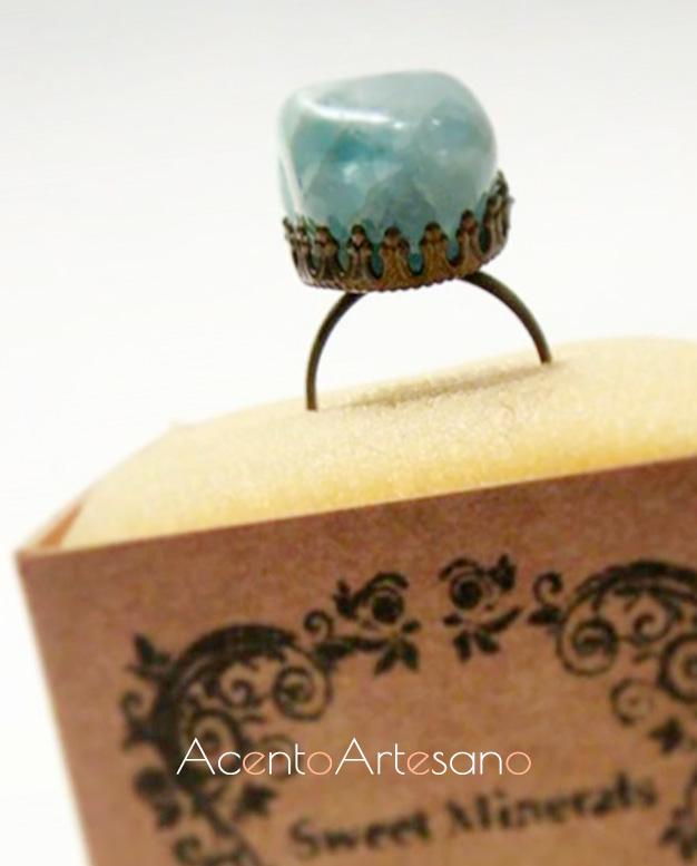 Anillo de cuarzo azul de Sweet Minerals