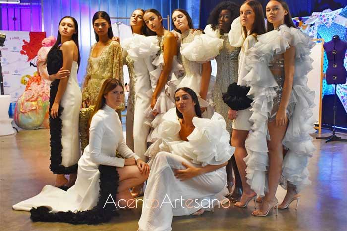 Los diseños de Juana Martín desfilaron en Aguja Flamenca