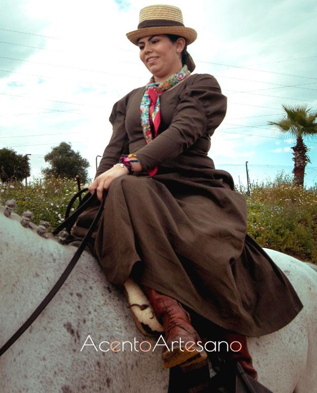 Vestido de amazona en marrón chocolate con mangas victorianas de Alejandro Andana