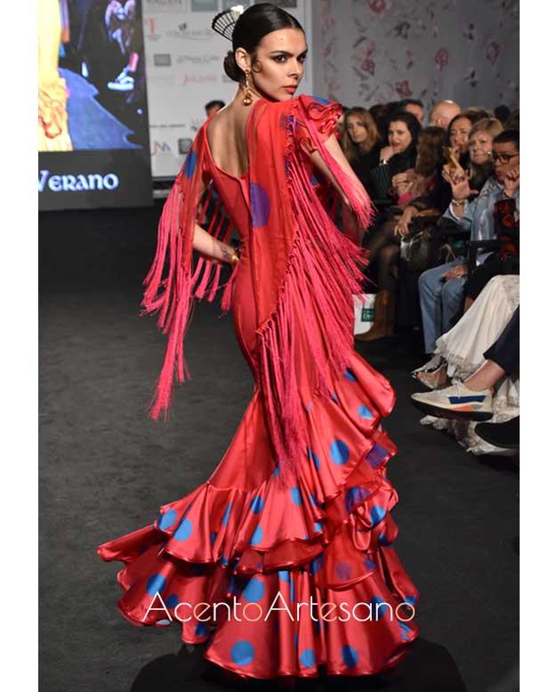Traje de flamenca rojo con lunares índigo de Ángeles Verano