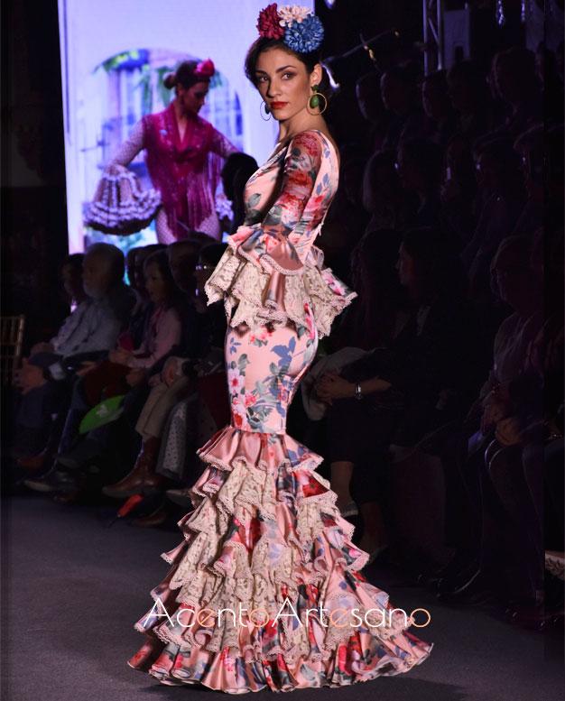 Traje de flamenca estampado con encajes de Carmen Acedo