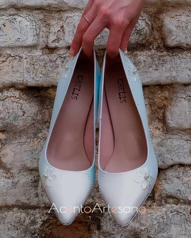 Unos Chelis para novias en tono azul con perlitas