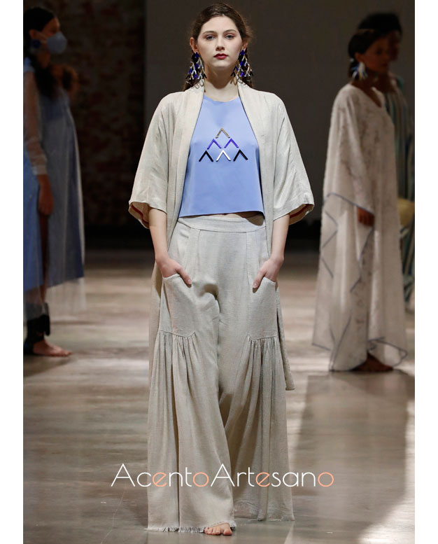 Kimono,, crop top y pantalón fluido de PIlar Dalbat en la MBFWMadrid