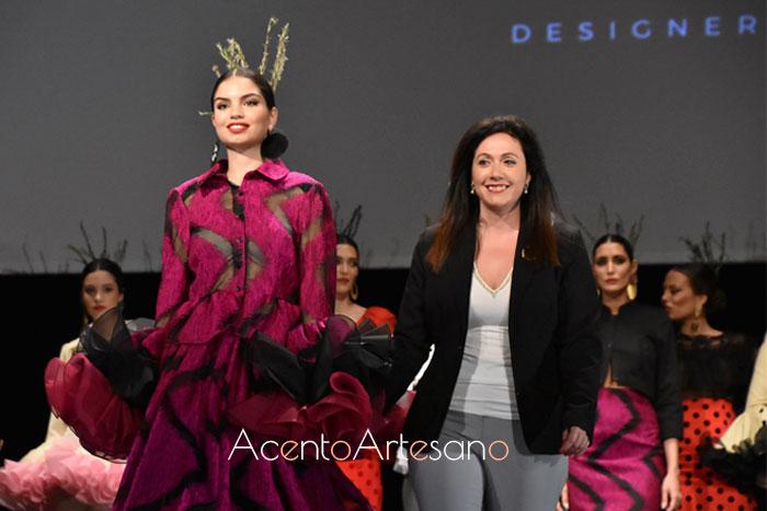 Victoria García tras el carrusel de su desfile en la Pasarela Flamenca Granada