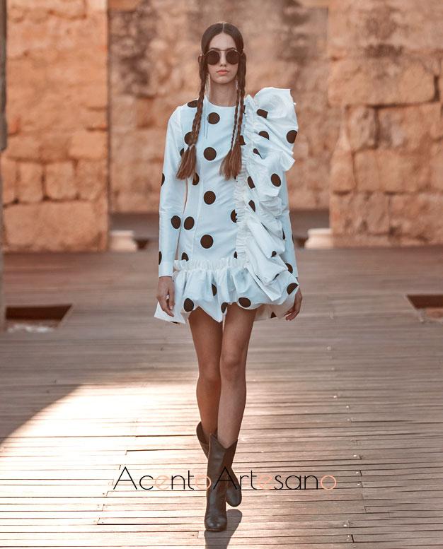 Vestido blanco mini con lunares de Juana Martín