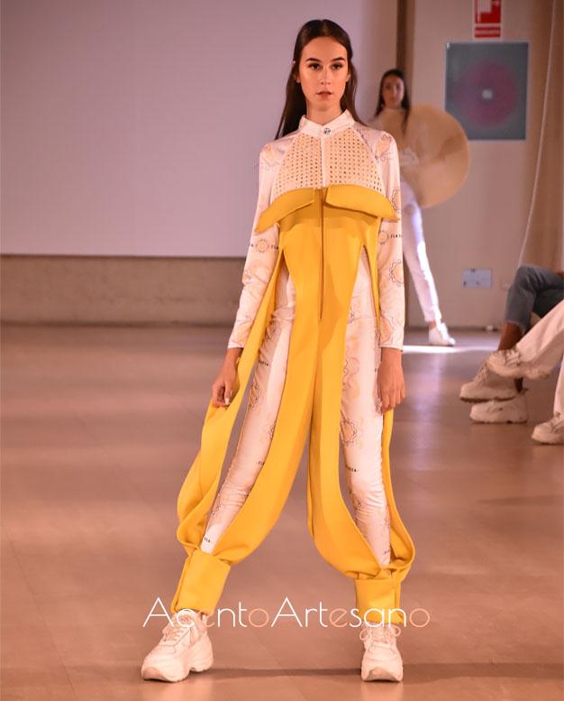 Estilismo pantalón en este look deportivo de Lola Entagalo en Code 41 Trending
