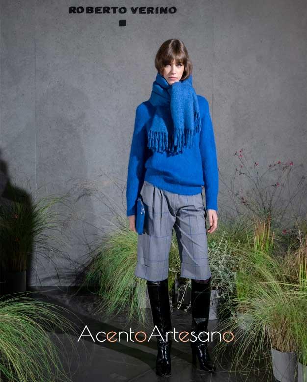 Suéter en azul cerúleo y bermudas para este otoño invierno de Roberto Verino