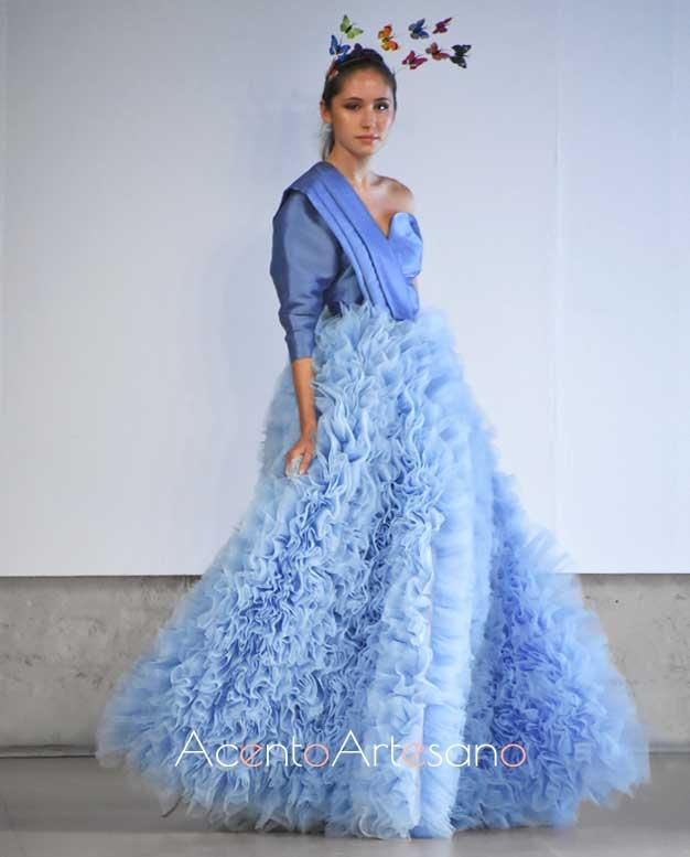 Vestido de vuelo princesa y asimetría en corazón de Pilar Rico en Code 41 Trending