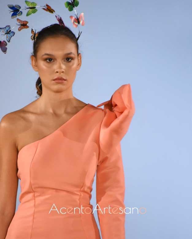 Detalle de vestido salmón de Pilar Rico en code 41 Trending