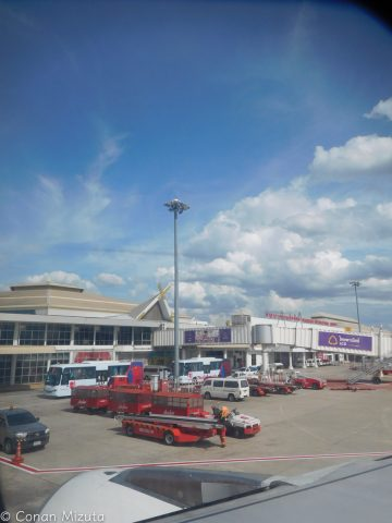 チェンマイの空港は屋根がタイ建築風。
