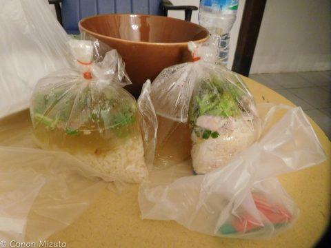 スープがあってもこんなように袋に輪ゴムで見事に留めてくれる