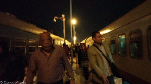 真夜中のルクソール駅到着