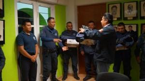 Entrega-Ayuntamiento-uniformes-a-la-policía-municipal-de-Nochixtlán-1