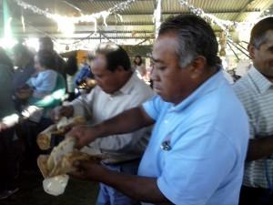 Padres-de-familia-y-Profesores-ofrecen-muestra-gastronomica-a-ciudadanos-de-Tidaa-3