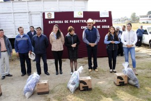 ENTREGAN-PAQUETES-INVERNALES-A-COMUNIDADES-DE-LA-MONTANA-EN-ALMOLOYA-DE-JUAREZ-1