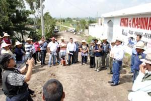 INICIAN-TRABAJOS-DE-PAVIMENTACIÓN-DE-CAMINO-EN-SAN-PEDRO-LA-HORTALIZA-2