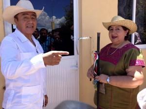 Montesinos-ayuda-a-familias-Tecomatecas-con-viviendas-dignas-2