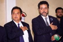 Raúl González y Luis Ignacio Lujano entonando el himno de CONAPE