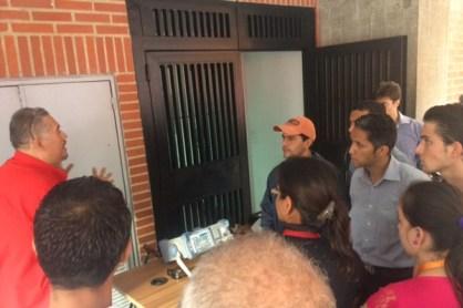 Al finalizar el curso, los estudiantes tuvieron la oportunidad de realizar una práctica de medición de intensidad de señales analógicas y digitales.