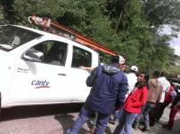 Técnicos de CANTV y jefe de División de Atención al Ciudadano de Conatel recorrieron la zona tras recibir denuncias de interrupción del servicio. (Foto: Jesús Fernández)
