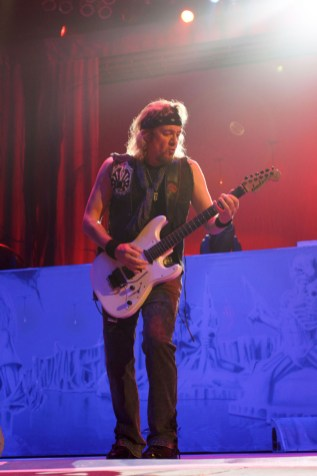 iron-maiden-pacific-coliseum-04