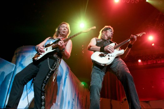 iron-maiden-pacific-coliseum-06
