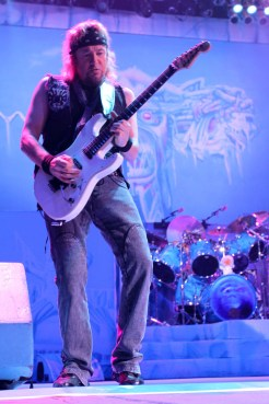 iron-maiden-pacific-coliseum-08