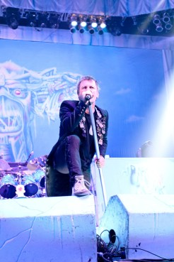 iron-maiden-pacific-coliseum-09
