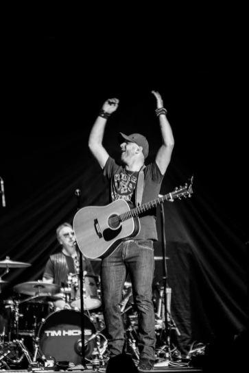 Dierks Bentley @ Scotiabank Saddledome © Jeremey Dirom