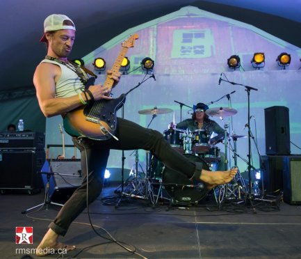 Jesse Roper live at Sunfest 2015 in Duncan, BC © RMS Media