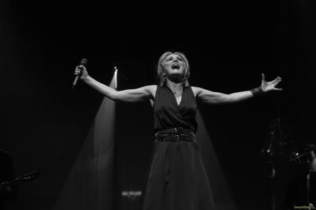 07 Patricia Kaas bras - Patricia Kaas, Mademoiselle chante l'or