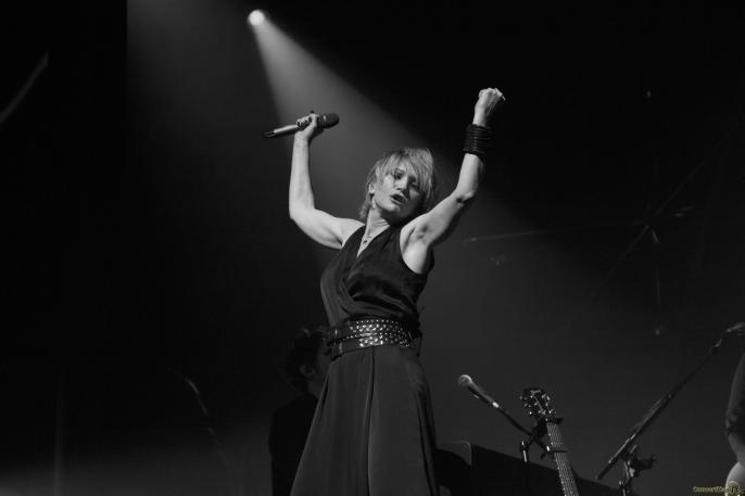 10 Patricia Kaas bras micro - Patricia Kaas, Mademoiselle chante l'or