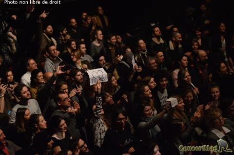 Le Public prouvant à tibz tout l'amour qu'il ressent pour ses chansons