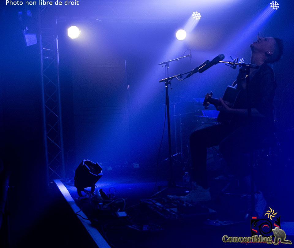 photo 45 1 - ALONE AND ME de l'electro rock acoustique addictif