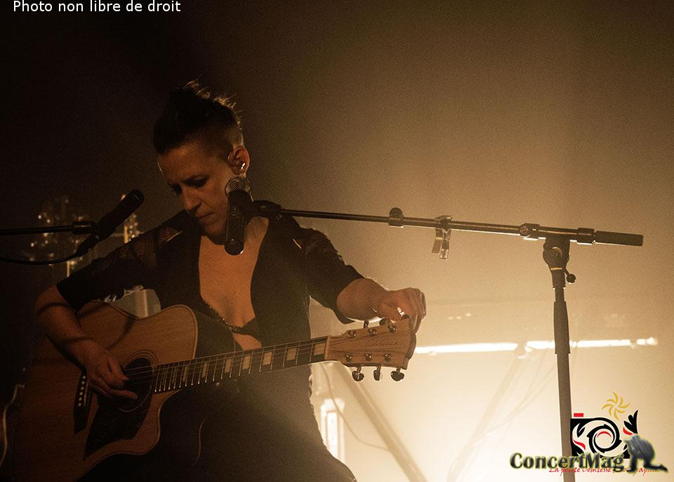 photo 6 - ALONE AND ME de l'electro rock acoustique addictif