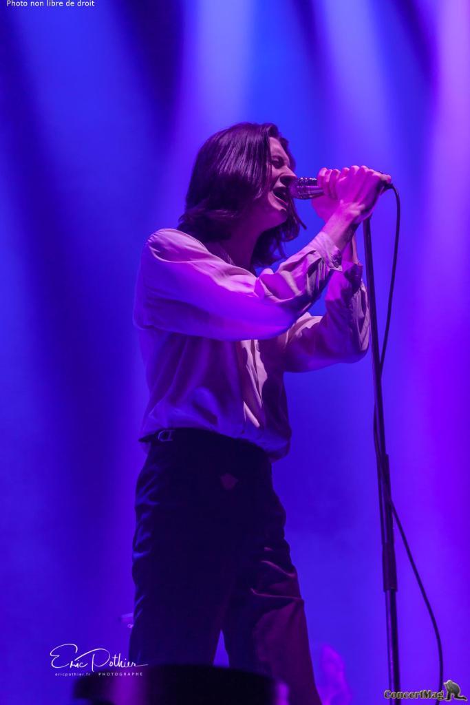 Blossoms 6 683x1024 - The Kooks au Zénith de Paris, un concert placé sous le signe de la nostalgie et de la bonne humeur.