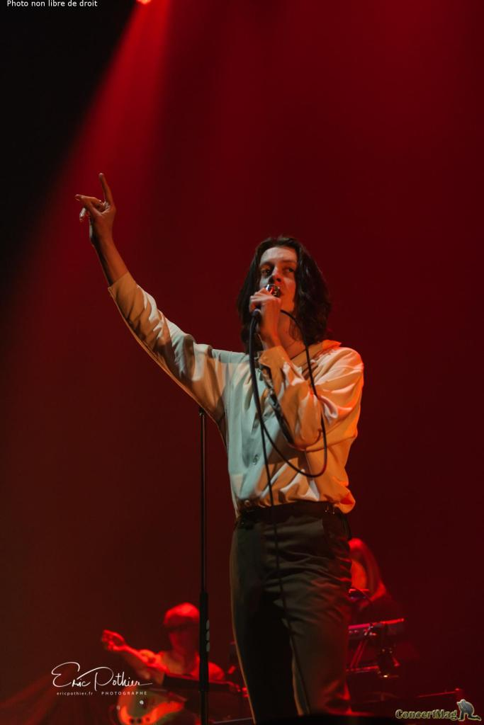 Blossoms 7 683x1024 - The Kooks au Zénith de Paris, un concert placé sous le signe de la nostalgie et de la bonne humeur.