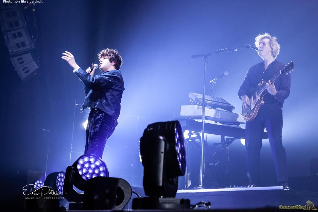 The Kooks 14 - The Kooks au Zénith de Paris, un concert placé sous le signe de la nostalgie et de la bonne humeur.