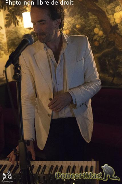 """photo 25 - Laissez vous inviter au cœur de la Pop et de l'Electro par Benoît de Bonnefamille pour son EP """"TIME"""""""