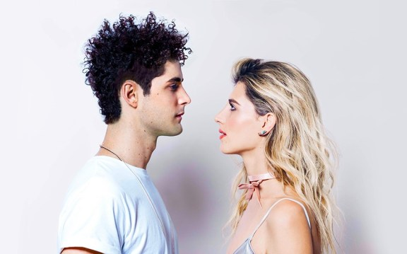 """Jake and Fanny 3 - Jake and Fanny invitent à s'aimer pour de vrai dans """"Hold On To Me"""""""