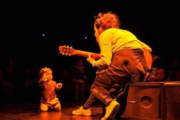 child-listen-music-min