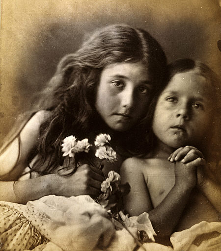 Foto de Julia Cameron. The red and white roses (1865).